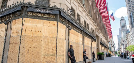 Saks_Fifth_Avenue_Boarded_Up_During_Black_Lives_Matter_Protests_New_York_City_-_49984000103-2048x1366
